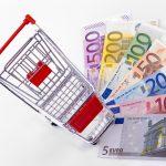 geldfächer und einkaufswagen
